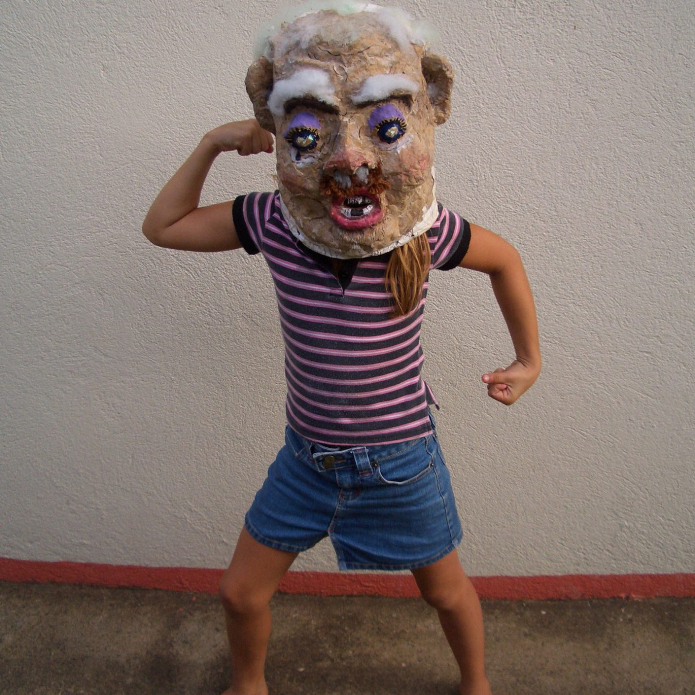 Kind mit Maske, by Lucy Toner (publicdomainpictures.net)